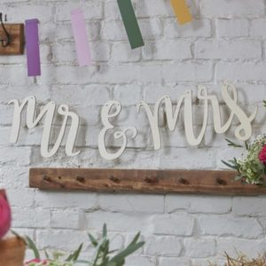 "Wooden ""Mr & Mrs"" Bunting"