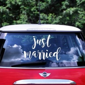 "White ""Just Married"" Wedding Car Sticker (33X45)"